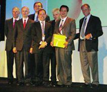 """林沸腾被授予""""全球十佳丰胸大师""""荣誉。第12届国际乳房整形技术交流会上,为表彰林沸腾对乳房整形界的贡献特授予此殊荣"""